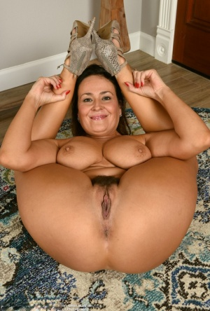 Nude Mature Flexy Pics