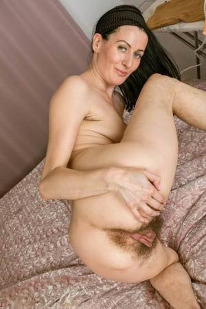 Nude Hairy Mature Pics