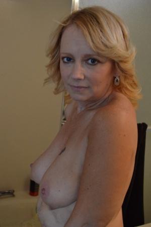 Nude Mature Shower Pics