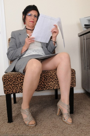 Nude Mature Secretary Pics