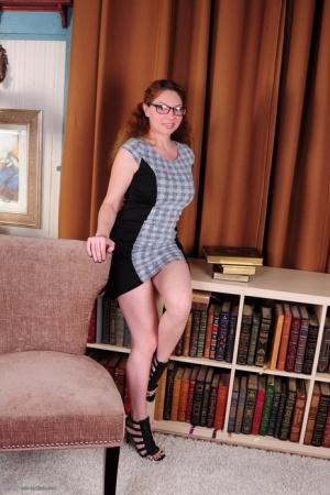Nude Mature Glasses Pics